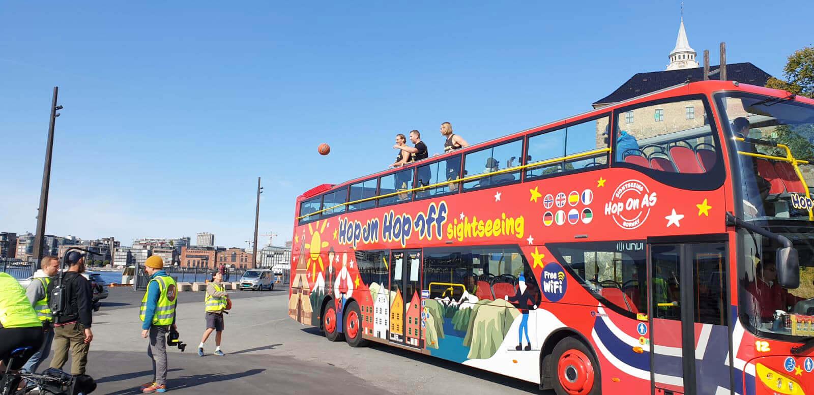 Hop On Hop Off bus in Alle mot 1 recording for NRK