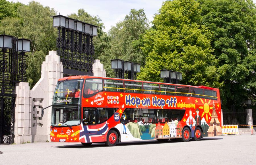 Bus by the Vigelandspark entrance